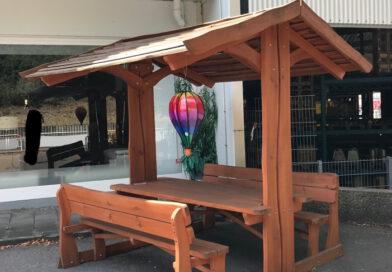 Rustikale Gartenmöbel aus Vollholz – imprägniert – naturbelassen – Holzstärke Sitzflächen und Tischplatte 5 cm