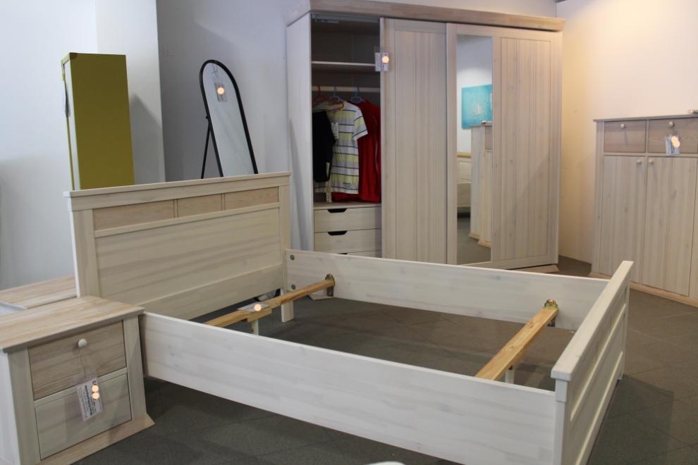 Hochwertige Schlafzimmer – Schwebetürenschränke – Betten – Kommoden ...